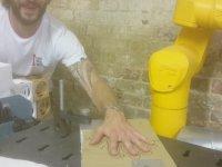 Parmak Arası Bıçak Oyunu Oynayan Robot Kol - Stäubli TX40