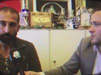 Volkan Babacan'ın Dövdüğü Muhabire Mikrofonu Tutturması