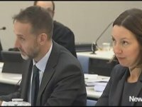 Mahkemede Büyük Bir Ciddiyetle Eminem Dinlemek