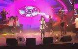 Hande Yener'in Konserde Değirmen Tekme Yemesi