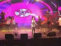 Hande Yener'in Konserde Değirmen Tekme Yemesi!