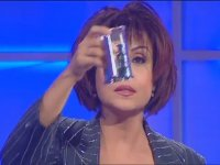 Ayşegül Aldinç'in Bilardo Masası Performansı (2000 Hülya Avşar Show)