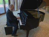 Putin'in Kulak Pası Silen Piyano Performansı
