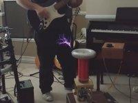 Tesla Kıvılcımları ile Gitar Çalmak