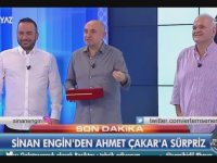 Sinan Engin'den Ahmet Çakar'a Hediye