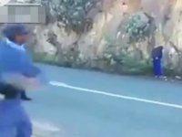 Elma Çalan Hırsızlara Polislerin İlginç Cezası