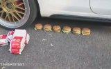 Big Mac'lerin Üzerinden Araba ile Geçmek