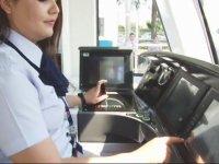 Vatandaşın Namaz Kılmasını Bekleyen Tramvay Sürücüsü