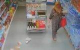 Deprem Anında Bile Alışverişe Devam Eden Kadın