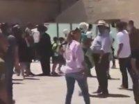 Kudüs'teki Ağlama Duvarı'nda Çırılçıplak Koşan Kadın