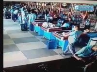 Markette Düşen Tereyağını Ayağında Sektirerek Kurtaran Adam