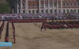 Tören'de Bayılan Asker'e Tören Adımıyla Müdahale Etmek  İngiltere
