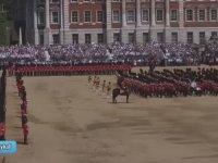 Tören'de Bayılan Asker'e Tören Adımıyla Müdahale Etmek! - İngiltere