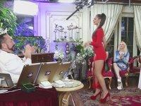 Kırmızı Elbiseli Rus Kediciğin Yürek Hoplatan Dansı