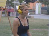 Cam Kafeste Müzik Dinleyen İnsanlara Yapılan Sürpriz