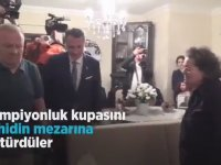 Fikret Orman'ın Şampiyonluk Kupasını Şehidin Mezarına Götürmesi