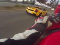 Lamborghini Sollayınca Keyfe Gelen Motosikletli
