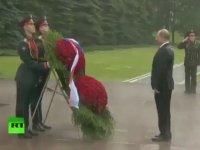 Putin'in Yağmura Rağmen Mağrur Duruşu