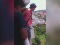 Paraşütle Evinin Balkonundan Atlayan Adam - Brezilya