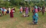 Tecavüzcünün Cezasını Kesen Kadınlar  Hindistan