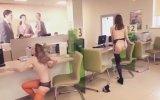 Striptiz Yaptırarak Bankayı Protesto Etmek 18