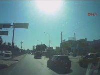 Yol İsteyen Ambulans Şoförüne Tepki Göstermek - İzmir