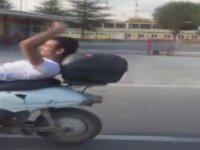 Sırtüstü Yatarak Motor Kullanan Afyon'un Çılgın Gençleri