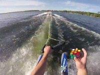 Su Kayağı Yaparken Rubik Küpü Çözmek