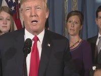 Donald Trump'ın Konuşmasına Uzaylı Kadının Damga Vurması
