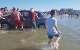 Sahile Park Edilen Aracın Denize Girmesi