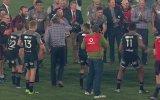 Rugby Koçu Scott Robertson'dan Break Dansı