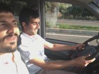 Görme Engelli Adama Araba Sürdürmek - Adana