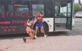 Karı Koca Turistlerin Otobüs Şoförünü Dövmeye Çalışması