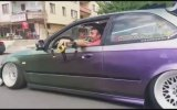 Direksiyonsuz Araba Sürmek