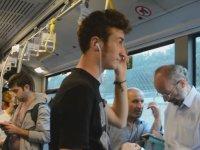 Metrobüste Son Ses Aleyna Tilki Dinlemek (Sosyal Deney)
