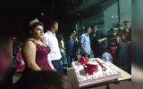 Düğün Pastasının Yere Devrilmesi