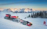 Formula 1 Aracı İle Kar Üstünde Gösteri