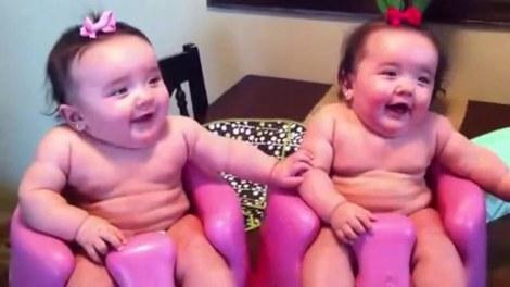 Komik İkiz Bebekler