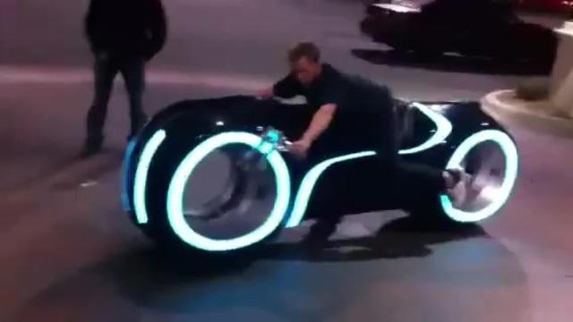 Tron Filmindeki Motorsiklet İzlesene Com