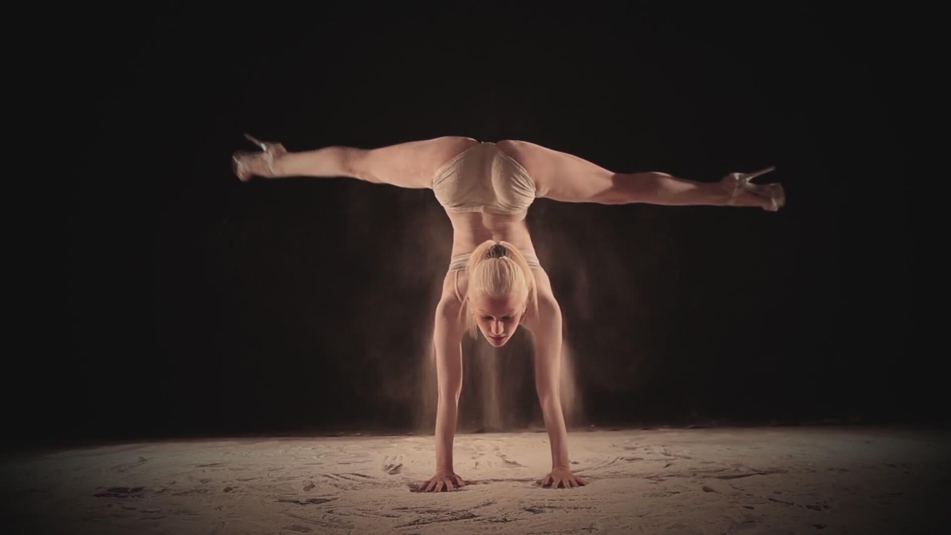 Сексуальные девочки танцуют стриптиз 16 фотография