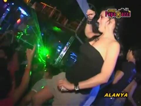 diskoda parti kızları izle