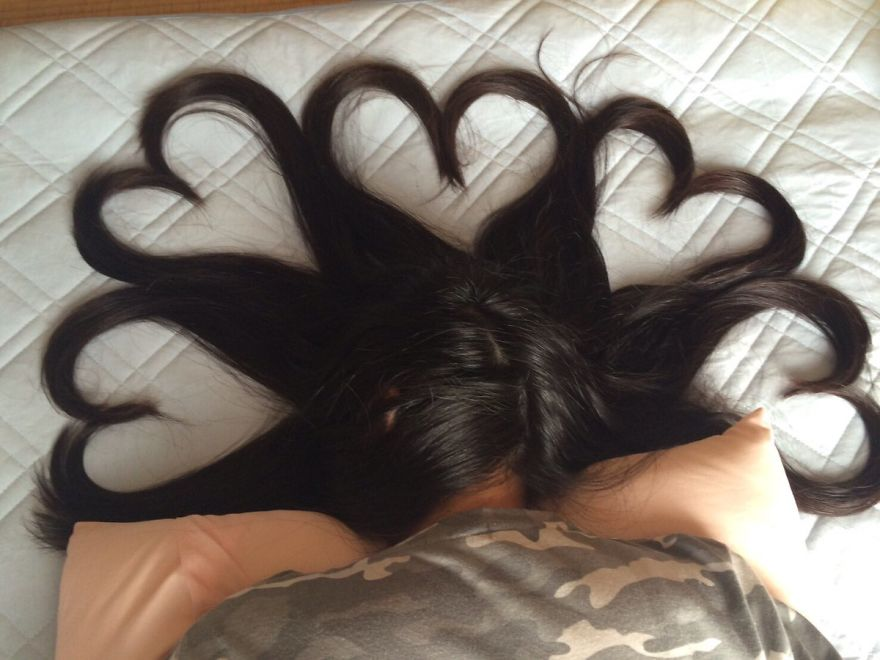 Uyuyan Kızın Saçlarının Şekilden Şekle Girmesi