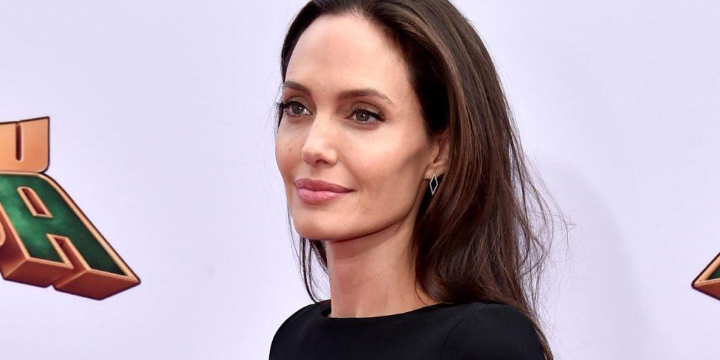 Angelina Jolie Hakkında Bilmediğiniz 15 İlginç Şey