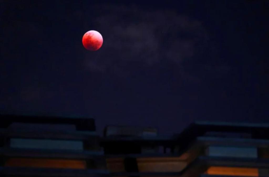 singapur, Süper Kanlı Mavi Ay Tutulması