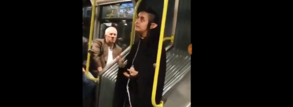 Metrobüsteki Şeytana Benzeyen Kız Hep Böyle Dolaşıyormuş