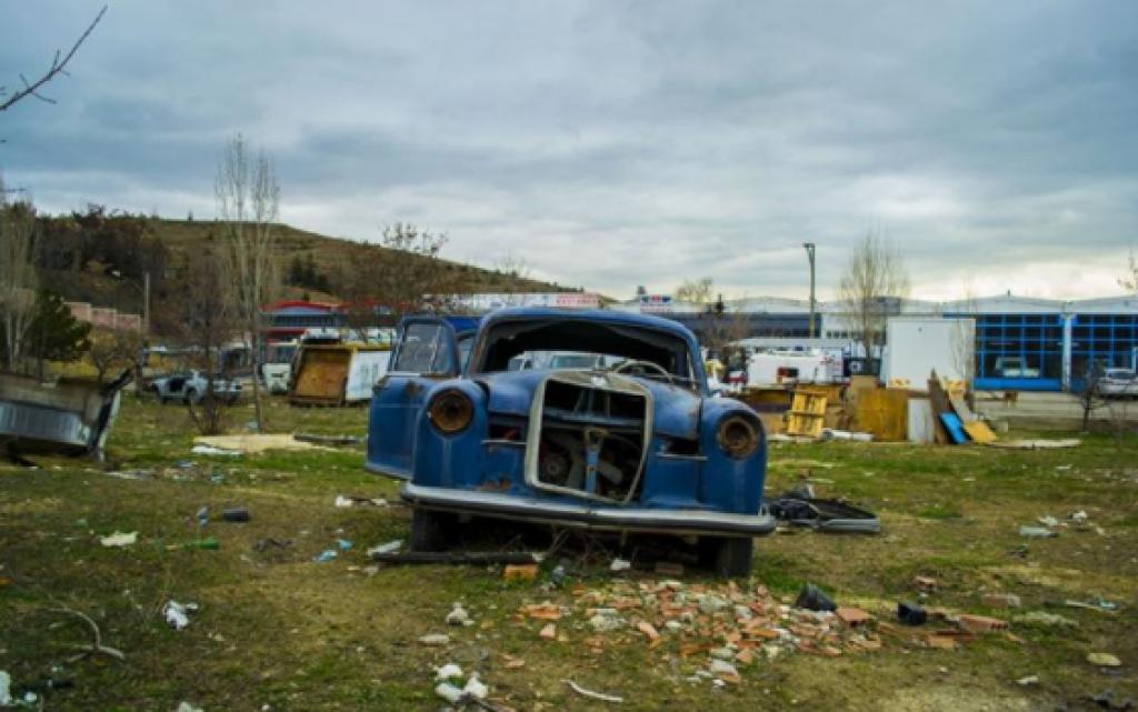 Ülkemizde Terkedilmiş Birbirinden Eski Arabalar