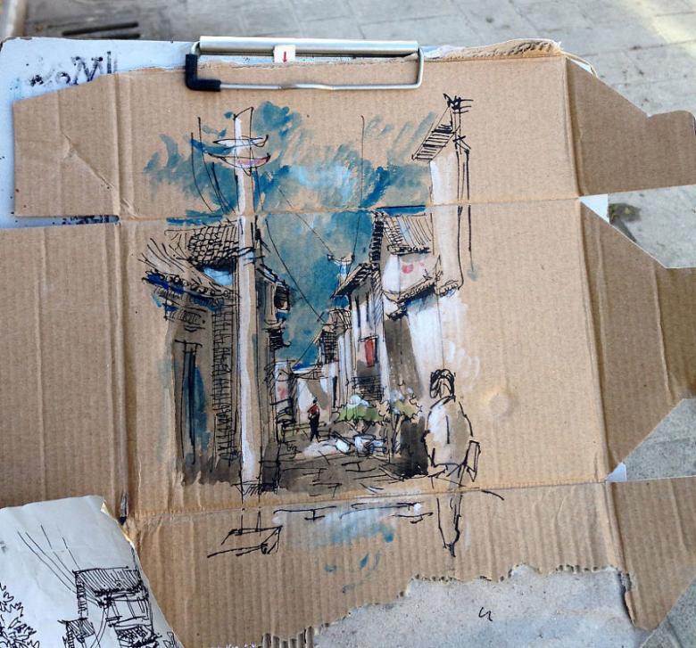 Tuvale Değil Atık Karton Parçalarına Resim Yapan Sanatçı