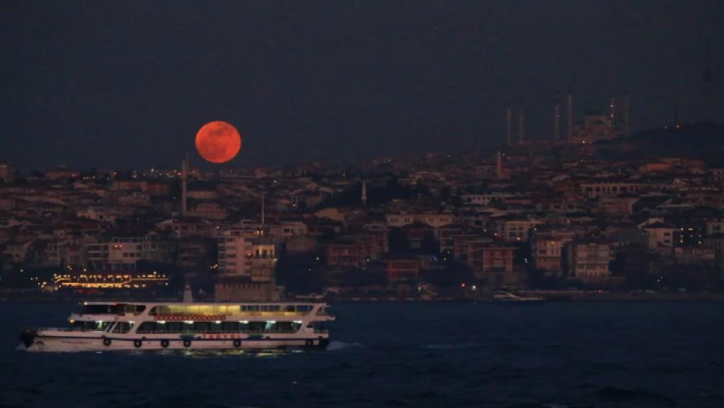 istanbul, türkiye, Süper Kanlı Mavi Ay Tutulması