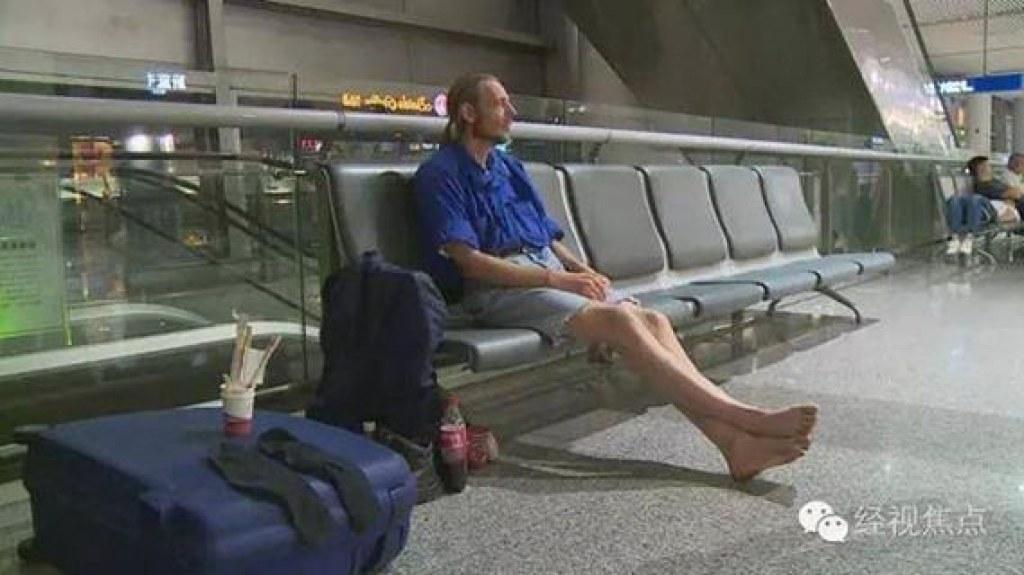 Randevulaştığı Kadını Havaalanında 10 Gün Bekleyen Abazan Abi
