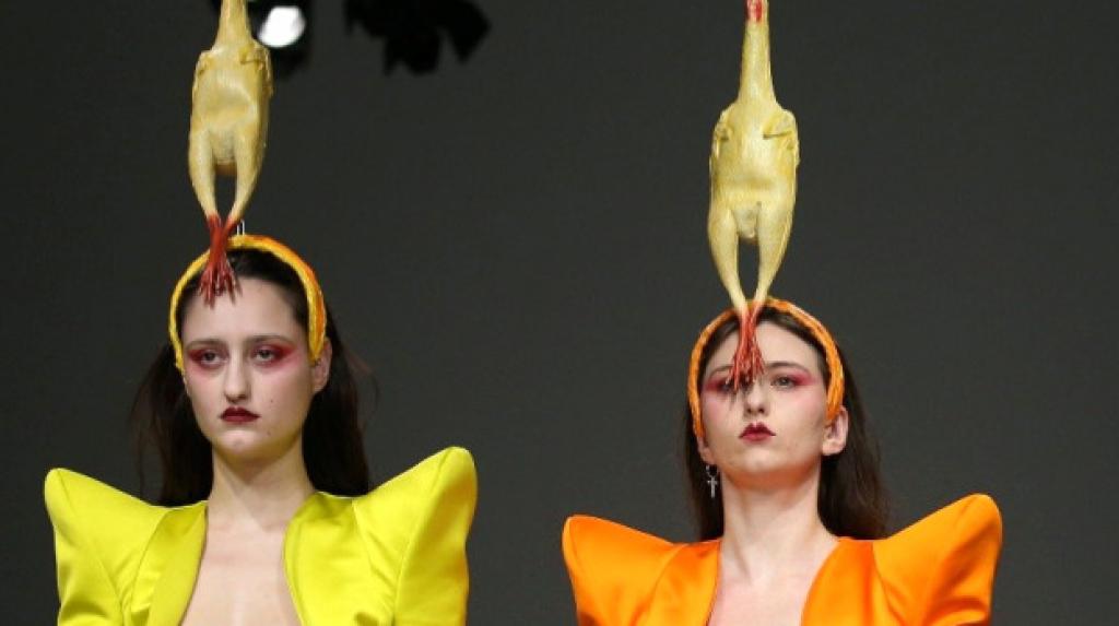 Londra Moda Haftası'ndan 'Ne Mana?' Sorusunu Sorduran Stiller
